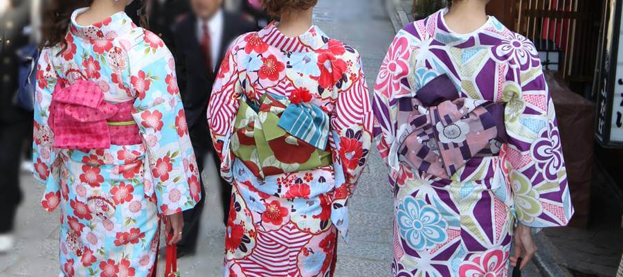 お気に入りの着物を選べば次は帯を選んでいきます